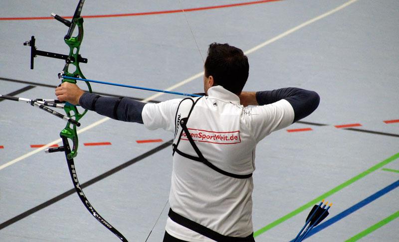 Ionut Paulet beim Bogenschießen