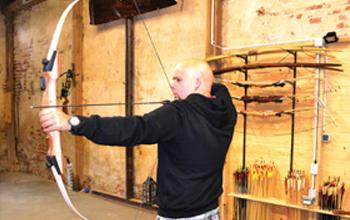 Daniel von der Bogenarena beim Bogenschießen