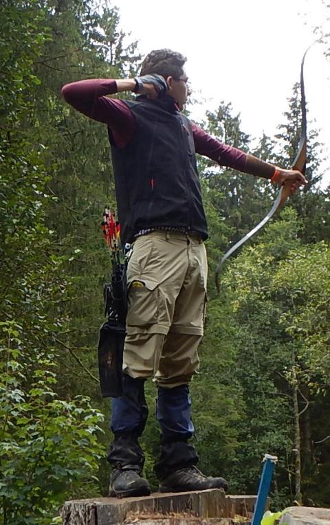 Recurveschütze Daniel Eisele beim Bogenschießen