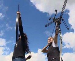 Bogenschießen in Anklam: Birka Mundt und Sylvia Müller in Aktion