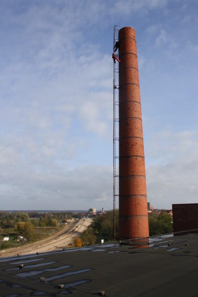 Der Schornstein der BogenSportWelt.de (ehemals Möbelfabrik bzw. Graphik- und Designschule Anklam)