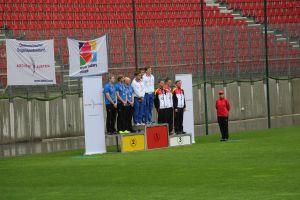 Compoundschütze Leon Hollas mit seiner Mannschaft beim European Youth Cup in Klagenfurt 2015