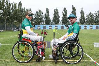 Jane Karla Gögel mit Teamkollege Andrey Castro bei der Para-WM in Peking 2017