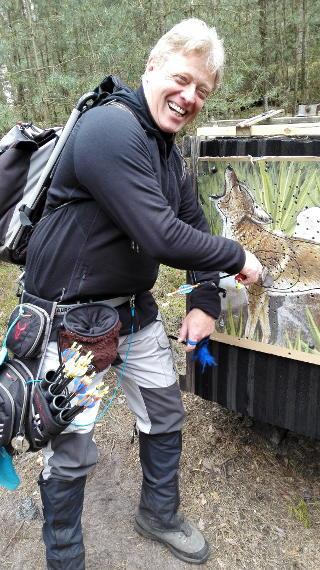 Richard Klesmann beim Pfeile ziehen auf dem 42. Internationalen Feld- und Jagdturnier in Dahn