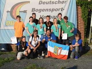 Mika Kochanowski freut sich auf der DM 3D über den neuen Titel Deutscher Meister