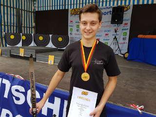 Nils Noack freut sich über seinen Titel Deutscher Meister Feld des DSB