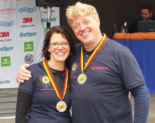 Silber-Duo Klesmann: Papa Richard und Tochter Daniela freuen sich über ihre Medaillen der DM Feldbogen