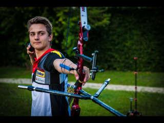Moritz Wieser mit seinem Recurvebogen beim European Youth Cup in Porec