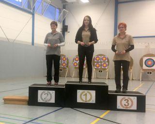 Justine Kroll auf dem Siegertreppchen beim Westerhausener Hallenturnier 2017