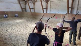 Annika Rennett beim Robin-Hood-Schießen auf dem Klosterturnier Willebadessen