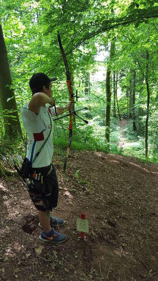 Jakob Hetz mit seinem Recurve am Schießpflock der BM Feld in Wirsberg