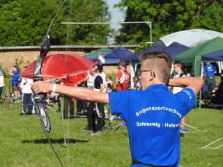 Recurveschütze Mika Kochanowski beim Jugendverbandspokal des DBSV