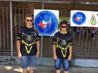 Hannes Hecht mit seinem Bruder Marten beim Bowcheck der WBHC in Florenz