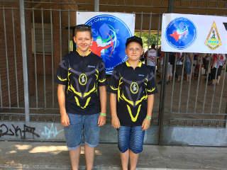 Marten mit seinem Bruder Hannes vor dem Hippodrom zum Bowcheck der WBHC