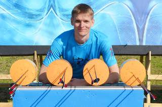 Bogenläufer Marco Kreische vor dem Zielscheibensystem