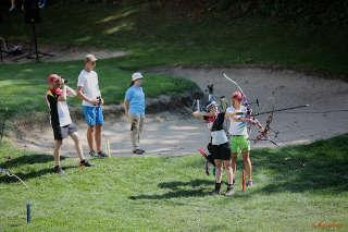 Daniela Klesmann mit dem Bogen auf dem Golfplatz bei der EM Feldbogen in Slowenien