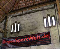 Das BogenSportWelt.de-Banner in der Bogenscheune