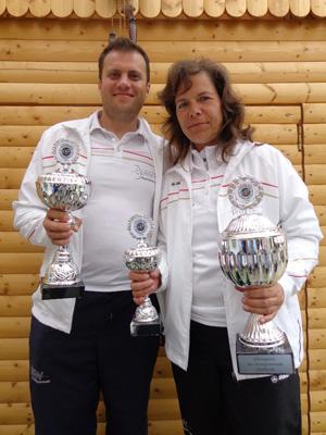 Annedore Röbisch und Ionut Paulet mit ihren Pokalen beim Internationalen Sternturnier in Wendisch-Evern