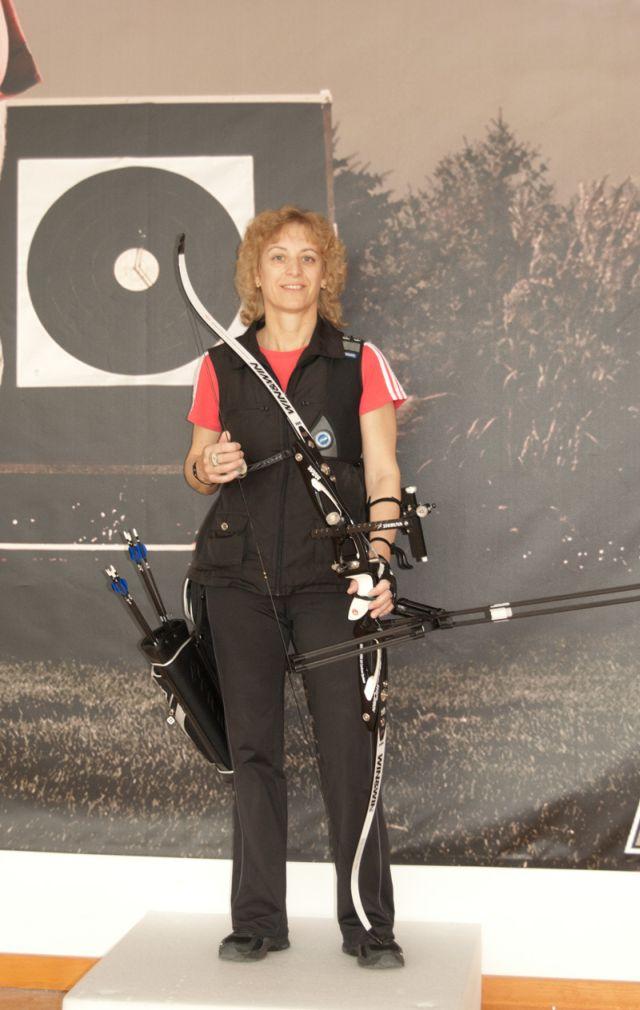 Sylvia Müller auf der Schießbahn der BogenSportWelt.de