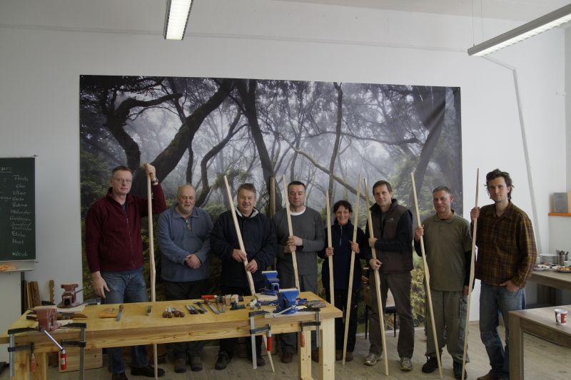 Die teilnehmer des ersten Bogenbaukurses mit Thies Köhn in der BogenSportWelt.de in Anklam