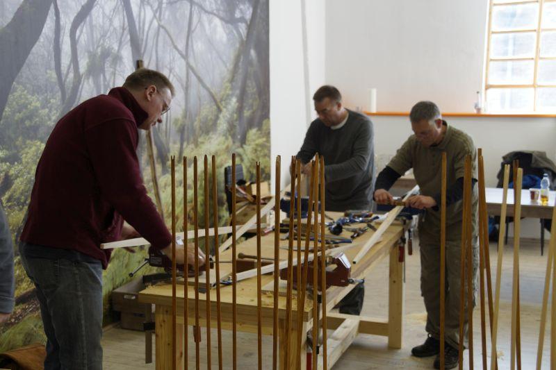 Bogenbau: Bogenrohlinge in Form bringen - zuerst die Wurfarme des Bogens