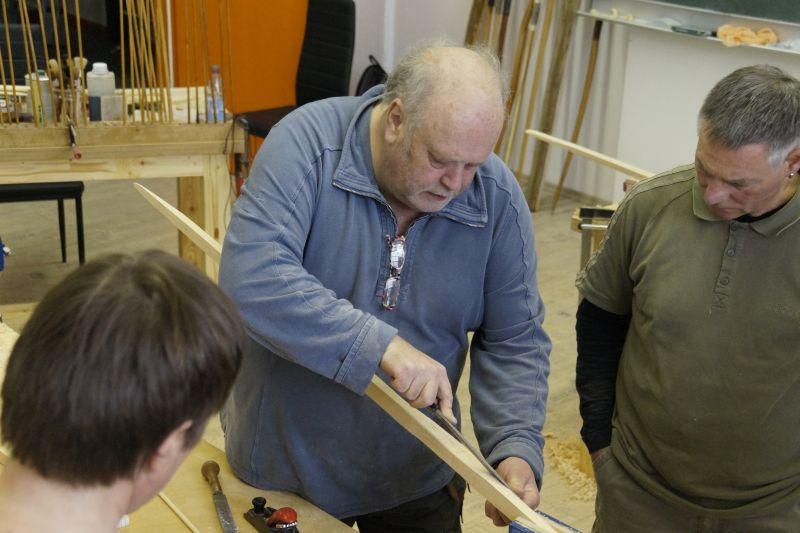 Bogenbau: Herausarbeiten der Backseite eine Langbogens