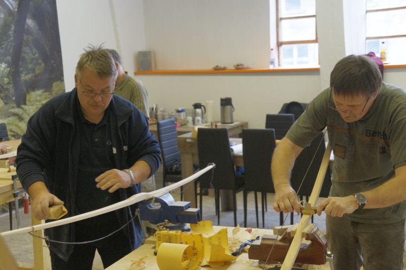 Bogenbau mit Thies Köhn in der BogenSportWelt.de: Feintuning durch Schleifen