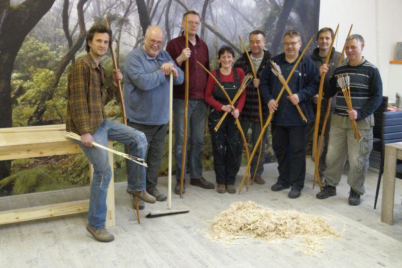 Bogenbau mit Thies Köhn in der BogenSportWelt.de: Die Teilnehmer mit ihren Bögen