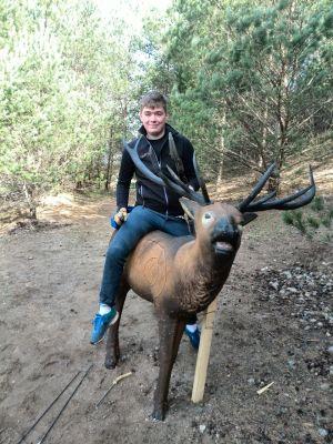 Recurveschütze Adrian Dinter auf einem 3D-Ziel beim 7. Waldturnier in Malente-Sieversdorf 2015