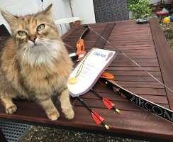 Thomas Katze freut sich über Medaille und Urkunde der LM