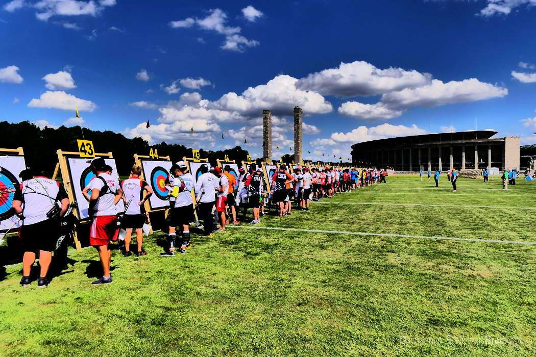 Vor der Kulisse des Berliner Olympiastadion trifft sich die Bogensport-Elite der Welt