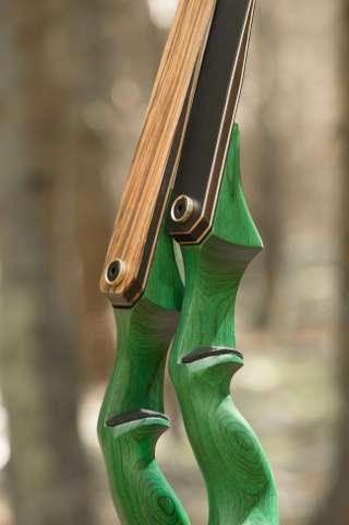 Der Malachite von Jackalope Archery ist geprägt durch seine kräftig moosgrüne Optik
