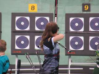 Annika startete in der Klasse Freestyle Limited Recurve Juniorinnen