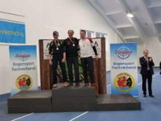 Franz Reinprecht auf dem Siegertreppchen bei der Tiroler Hallenmeisterschaft