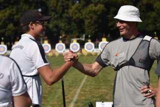 Auch alte und neue Freunde treffen ist Teil des Bogensports!