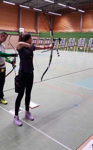 Bogenschützin Annika Rennett auf dem Seidenweberturnier