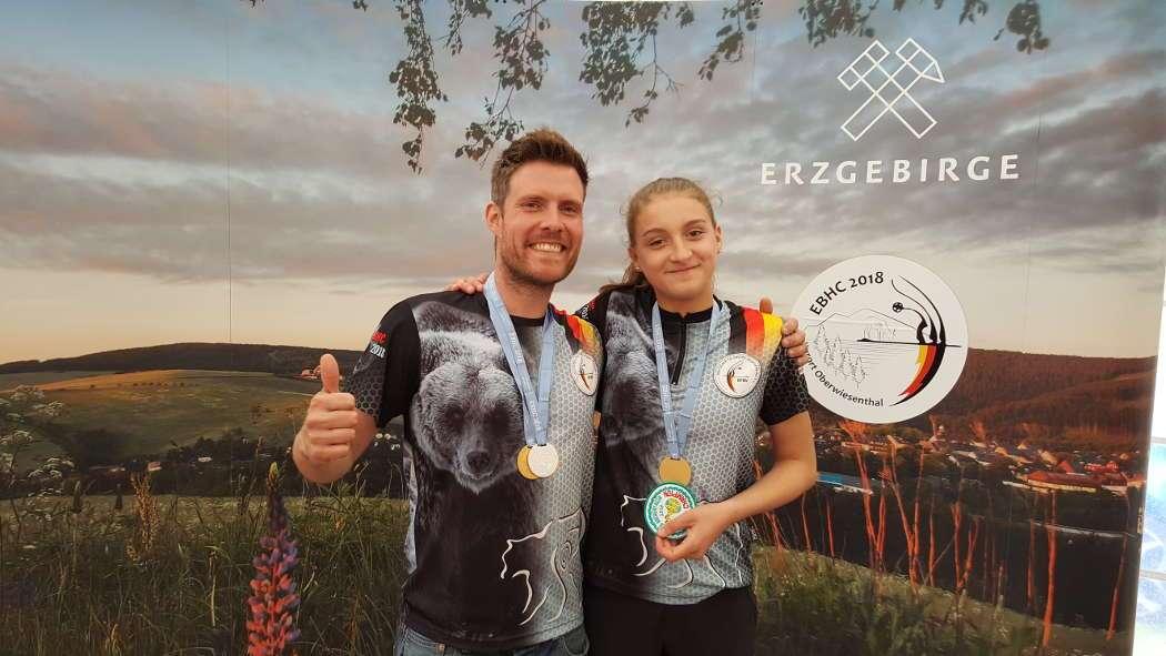 Philipp Räder und Annika Rennett konnten sich in Oberwiesenthal über ihre Goldmedaillen freuen