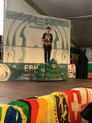 Geschafft: Hannes Hecht ganz oben auf dem Siegertreppchen der EBHC