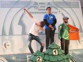 Doch auch über den Vize-Europameister konnte sich Mika sichtlich freuen