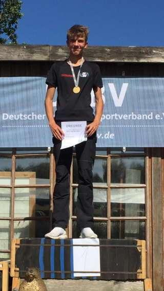 Mika Kochanowski erzielte 494 Punkte in der Barebow Junioren Klasse und hätte damit auch bei den Erwachsenen gewonnen