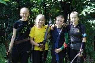 Josi aus Jena, Franzi aus Mühlhausen, Tilda aus Fulda und Jona Sophie Müller hatten beim Mühlhausener Pflockturnier eine Menge Spaß