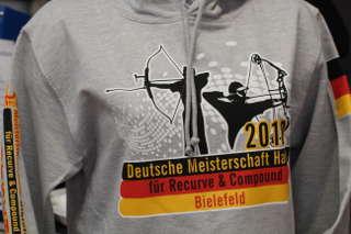 Auch für das passende Bogensport-Outfit war auf der DM Bielefeld gesorgt