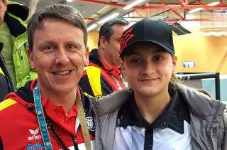 Annika Rennett mit dem Bundestrainer Oliver Haidn