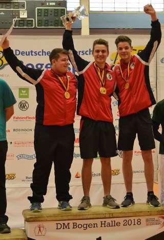 Moritz und sein Team vom FSG Tacherting freuten sich zudem über Mannschaftsgold