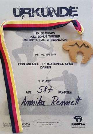 Erhält sicher einen Ehrenplatz in Annika's Sammlung: Urkunde und Medaille des Siegs beim 10. Bearpaw Killturnier