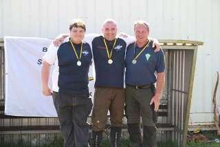 Daher wurde auch Ronny mit einer Goldmedaille und dem Titel Landesmeister geehrt