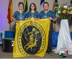 Daniela Klesmann (Mitte) gewinnt im Einzel, sowie mit Ute von Schilling und Volker Kindermann die World Archery Field Championships IFAA 2018 in Südafrika