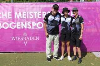 Annika Rennett mit ihren Eltern auf der DM Wiesbaden