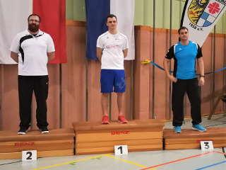 Jakob Hetz konnte sich auf der Bezirksmeisterschaft über den 1. Platz freuen